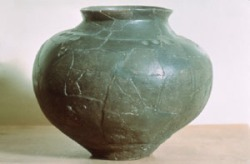 """Amphora from village of Kasendorf, now exhibited at the """"Bavarian Beer Museum"""" in Kulmbach"""